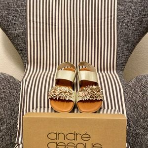 NWT Andre Assous Niri Sandals in Platino